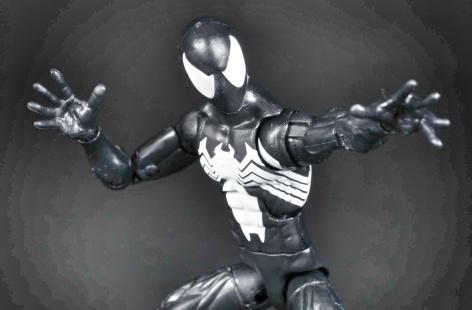 Black-Spider-Man-Symbiote-Marvel-Legends-15-01